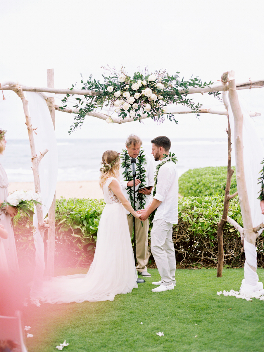 Kauai destination wedding elopement photographer oasis waipouli beach resort mamiwyckoffphotography31