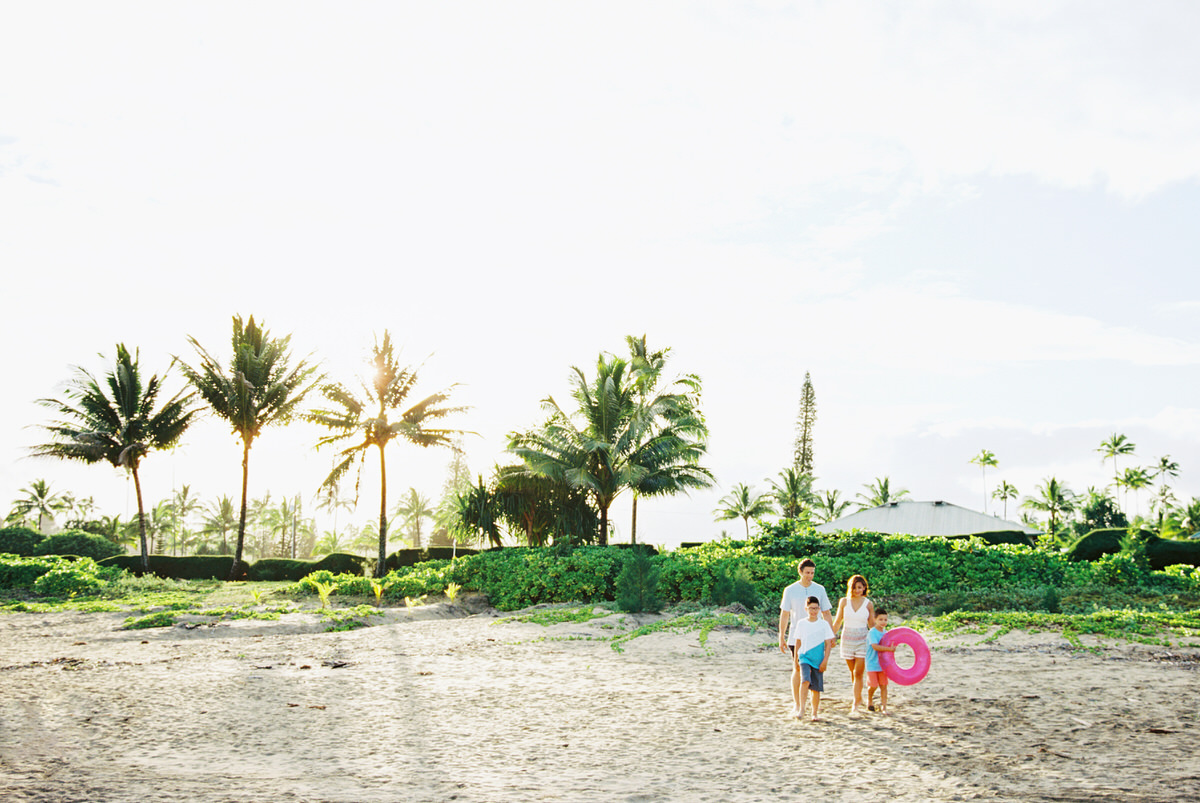 sunrise hanalei family session on the beach by kauai family and destination wedding photographer mami wyckoff00001
