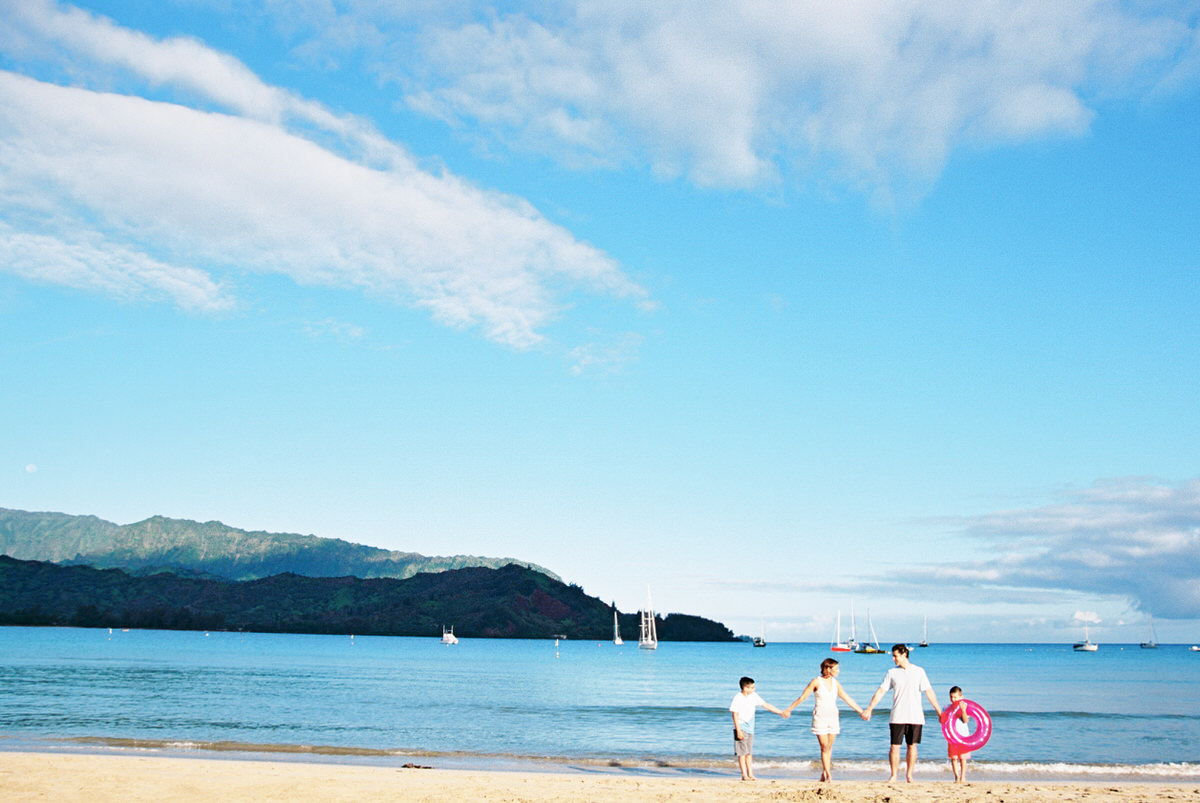 sunrise hanalei family session on the beach by kauai family and destination wedding photographer mami wyckoff00035