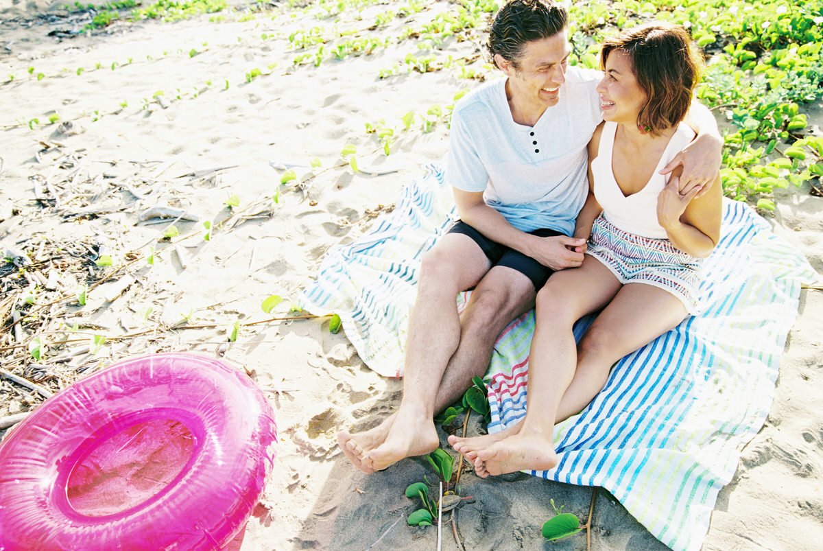 sunrise hanalei family session on the beach by kauai family and destination wedding photographer mami wyckoff00112