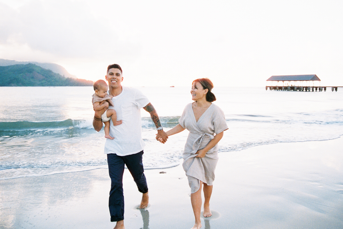 Sunset Beach Family Photo Session at Hanalei Bay by Mami Wyckoff Photography Kauai Wedding Photographer004